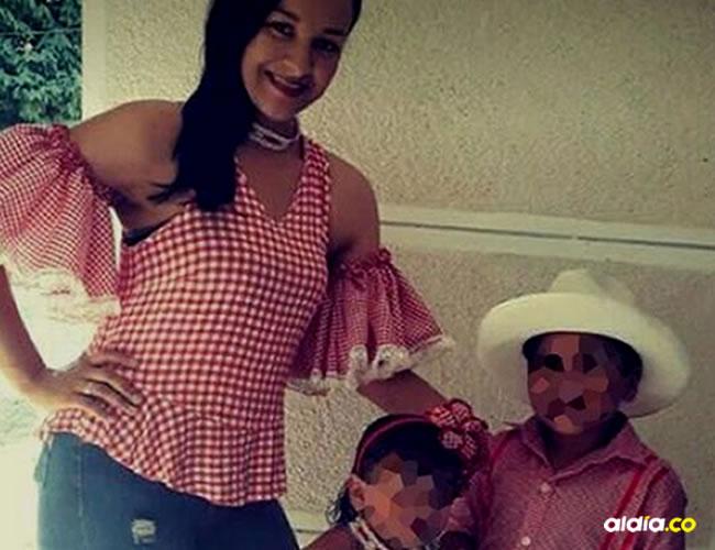 La personera Ana Karina Lozano Álvarez, junto a sus dos hijos en una fotografía reciente   Cortesía