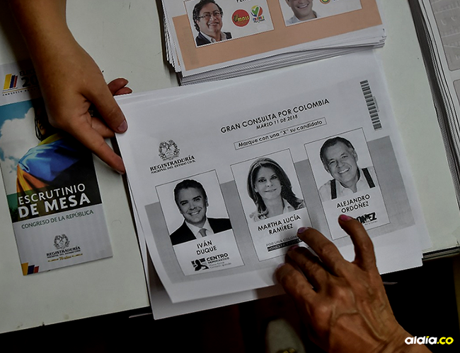 La Registraduría Nacional aseguró que no hubo suficientes papeletas en veinte de las más de 11.000 mesas de votación en el país, entre ellos algunos de Bogotá y Medellín   AFP