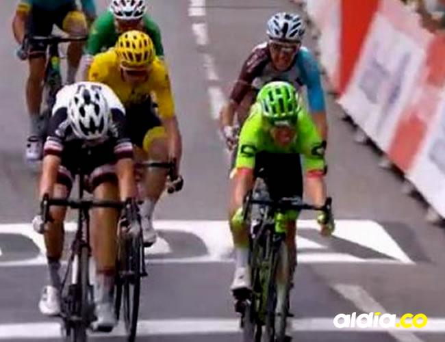 EL momento exacto en el que Rigoberto Urán gana una de las etapas de Tour de Francia | captura de pantalla Twitter
