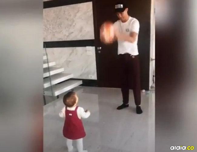 Cristiano Ronaldo junto a su hija Alana Martina.