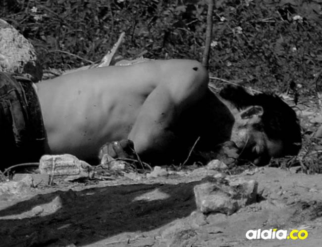 El cadáver de Gabriel Henry Vásquez Velázquez, alías el 'Parce', cuando era 'levantado' por las autoridades