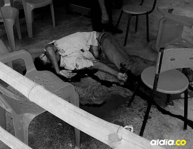 El mototaxista cataquero Luis Carlos Yance Naranjo, de 37 años, fue asesinado de un disparo en la cabeza mientras se tomaba una cerveza en un local comercial ubicado en la entrada del municipio de El Retén (Magdalena). La Sijín investiga lo ocurrido.