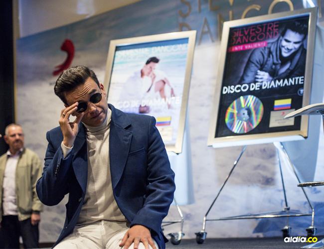 Muchas emociones experimentó Silvestre Dangond durante la entrega de los cinco Discos de Diamante que le entregó Sony Music. Se mostró muy nostálgico al hablar de la manera cómo le llegó la musa para escribir sobre la muerte.