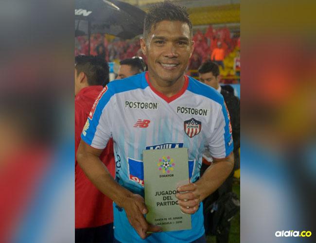 Teófilo fue elegido como la figura del partido anoche en el empate 3-3 de Junior ante Santa Fe en el estadio El Campín.