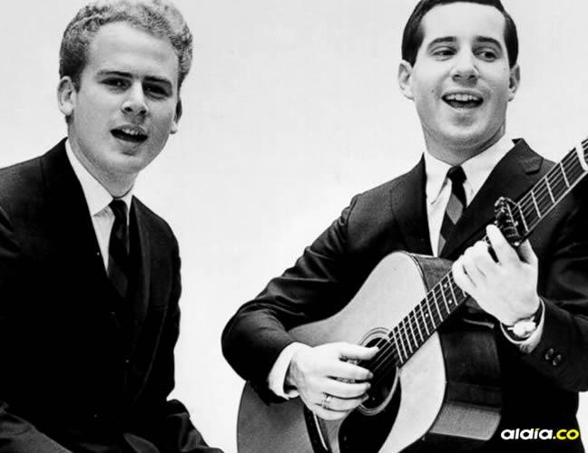 Simon and Garfunkel fue un dúo de folk rock que alcanzó la popularidad en los 60. Otros de sus hits es 'Señora Robinson'   ABC News