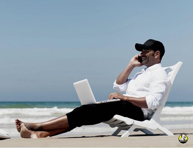 Trabajar al lado de la playa es un sueño para muchos | Archivo