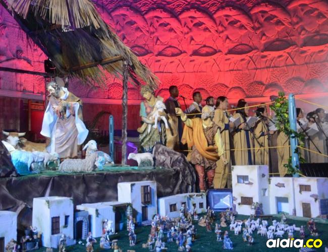 El Coro Arquidiocesano, que aparece al fondo, presentó el jueves en la Catedral María Reina el espectáculo 'Navidad en el Caribe'. | Harold Pérez