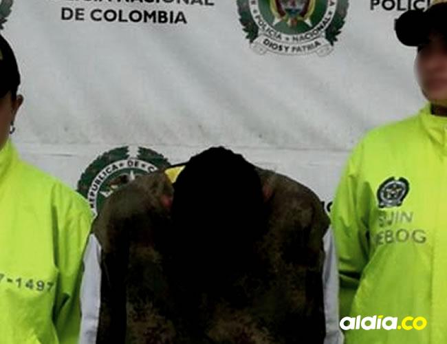 Óscar Javier Sánchez Alias 'El enano', de 41 años de edad, en el momento de su captura    Cortesía