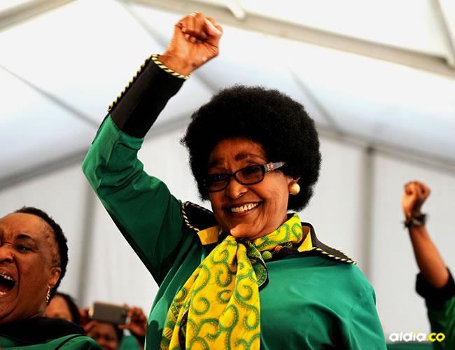 Winnie Mandela, la exesposa del ícono de la lucha  contra el apartheid, Nelson Mandela, falleció este lunes a los 81 años en un hospital de Johannesburgo, tras una larga enfermedad.   Internet
