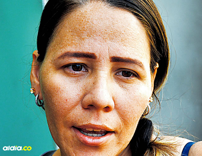 Diana Sánchez, pareja del policía fallecido en atentado. | AL DÍA