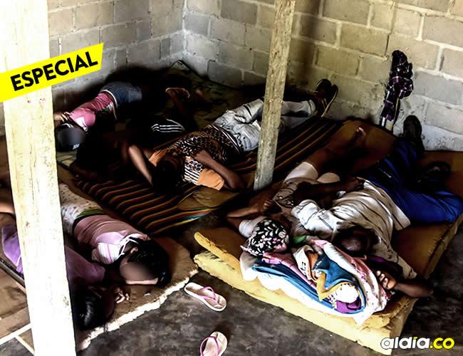 José y Ana duermen con sus cinco hijos sobre unas colchonetas viejas en el suelo | Jesús Rico