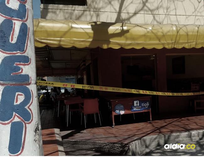 Los hechos ocurrieron en el restaurante Mopri Express, situado en la calle 82 con carrera 42H. La Policía buscaba anoche al hampón herido en los centros asistenciales de la ciudad.