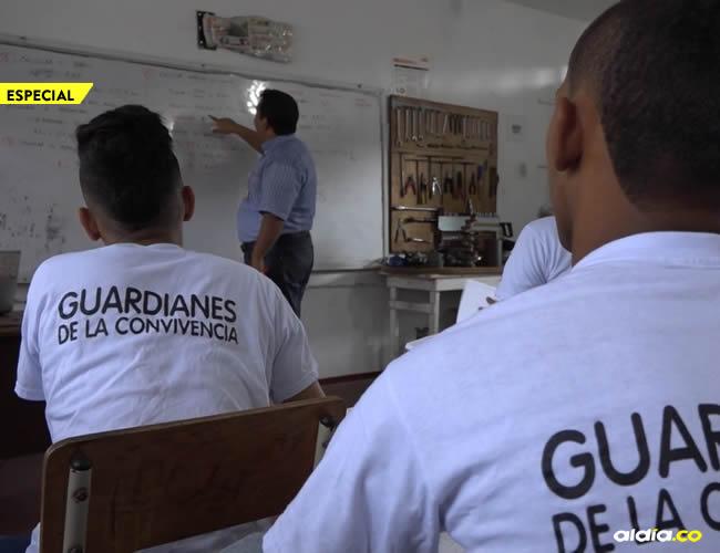 Estudiantes del programa 'Vuelve y Juega' | AL DÍA