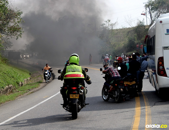 Los uniformados arrojaron gases lacrimógenos para calmar la situación | ALDÍA