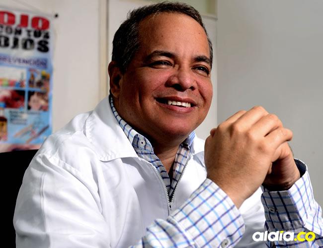 El médico Rafael Ortíz sigue con su vida a pesar de su discapacidad visual | Orlando Amador