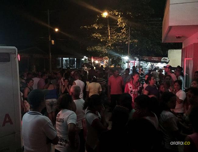 Familiares y vecinos llegaron anoche al Camino de Simón Bolívar para conocer el estado de salud de los menores heridos | Al Día