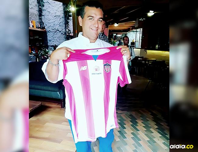 Expresó su afinidad por el Junior de Barranquilla cuando se tomó una foto con la camiseta del equipo Tiburón | Cortesía
