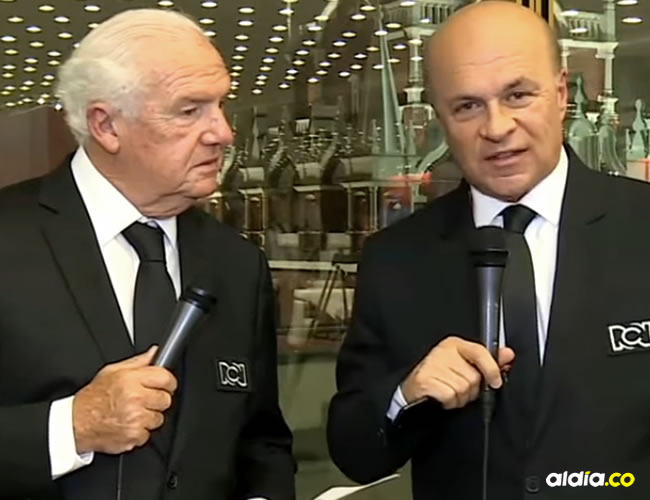 Carlos Antonio Vélez quien, junto a Fernando Niembro, se encontraba analizando por el canal Win Sports los grupos que quedaron tras el sorteo del Mundial de Rusia 2018 | Captura