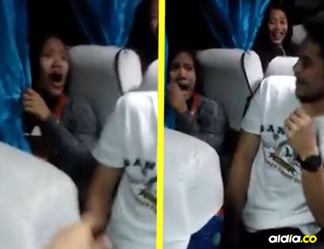 Durante todo el video se comienza a tapar la cara con la cortina del transporte | ALDÍA.CO