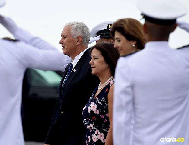 La esposa del vicepresidente Pence dirigió la oración al principio de la reunión | Rubén Rodríguez y Cortresía