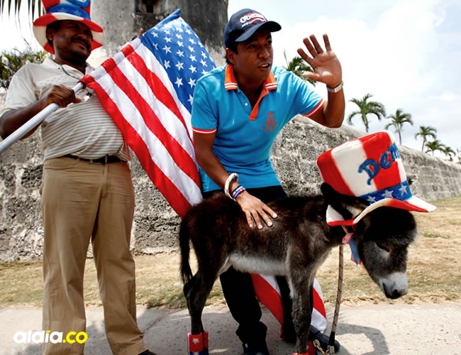 Carrasquilla quiso regalarle un burro al expresidente Obama al que bautizó 'Demo' y con el que llegó caminando desde Turbaco hasta Cartagena | Cortesía