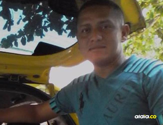 Ronald Yair Hoyos González viene de una familia de taxistas.   AL DÍA