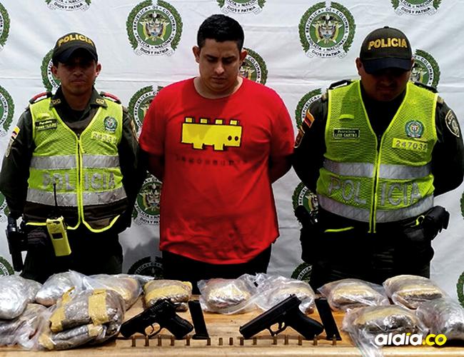 Arturo Tuiran Gutiérrez fue capturado por porte ilegal de armas de fuego al hallar dos pistolas y tráfico de droga al encontrarle 10 kilos de marihuana | MESAN