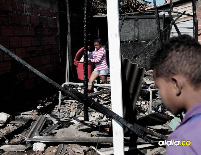 La vivienda, situada en la carrera 33 No. 142-11 del barrio Pinar del Río, era habitada por cuatro adultos y un niño de 6 años, quienes estaban en la casa antes del incendio | Al Día