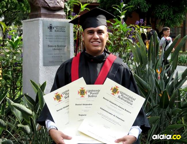 El joven es profesional en Negocios Internacionales, Administración de Empresas y Economía   Cortesía