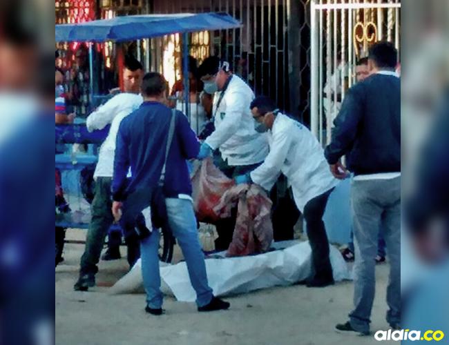 El cuerpo fue encontrado envuelto en sabadas y cortinas al rededor de las 5:30 de la mañana |ALDÍA
