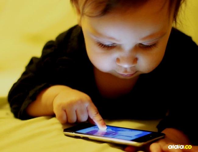 La mujer tiene la opción de esperar a que pasen 47 años o formatear su celular. | Tomada de: BBMundo.