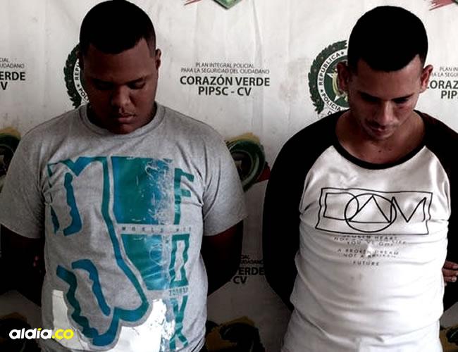 Xavier Antonio Salas Guzmán, de 18 años; y Charlis Charrys Montoya, policía detenido   ALDÍA.CO