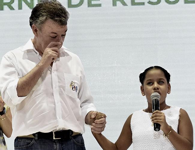 El presidente Juan Manuel Santos no pudo contener las lágrimas luego de escuchar a Daniela | Comunicado