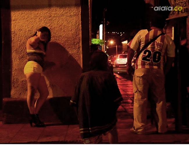 En el sector del 'Bolichito' se pueden encontrar a estas venezolanas   Néstor de Ávila