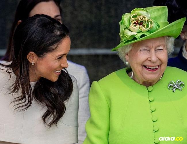 La Reina Isabel II junto a Meghan Markle en su primer compromiso en solitario. | Tomado de: Elle.