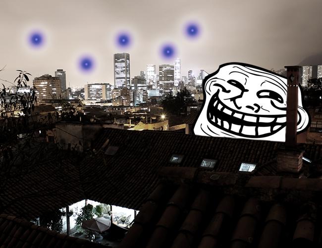 Las cinco luces que aparecieros sobre la ciudad causaron conmoción y cientos de internautas compartieron imágenes y memes. | Foto (e): Viciousgrip