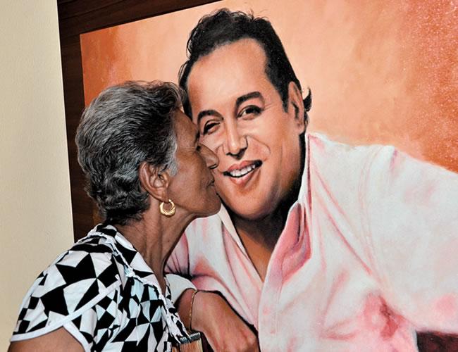 Elvira Maestre, conocida como 'Mama Vila', hizo un documental sobre su hijo mayor | Néstor Elvira