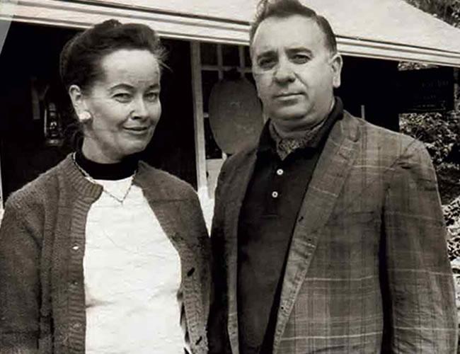 Los esposos Ed y Lorraine Warren, viajaron hasta Inglaterra para resolver el extraño caso en el que un espíritu demoniaco poseía una vivienda | Foto: Archivo