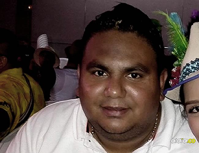 Jair Campo se comprometió a devolver el dinero a Alexandra Torres y a los adultos, pero no ha cumplido.   Facebook