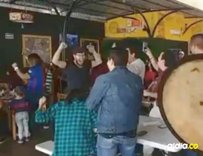 A gritos celebraron los clientes el final del partido | Archivo