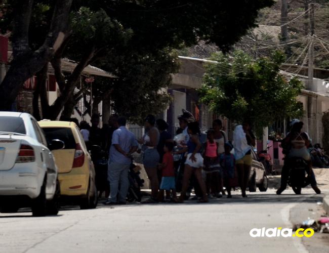 Amigos de la víctima se encontraban ayer en la avenida   Cortesía