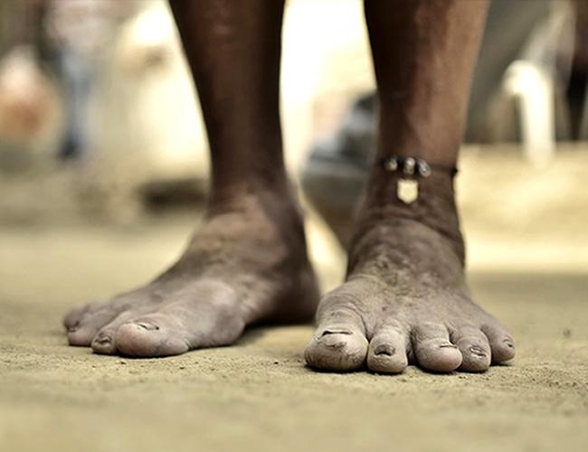 Sobre arena, en la calle destapada, se hacía hasta el año pasado el acto de los penitentes o flagelantes.   Foto: César García