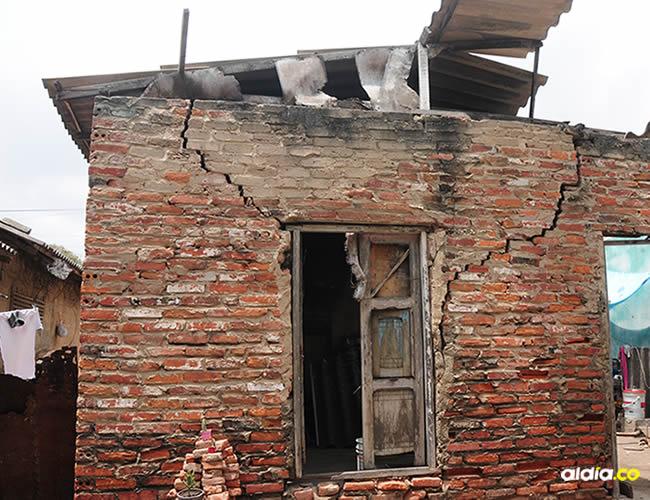 La casa se quedó sin techo, la sombra que reciben la da un árbol de mango | Al Día