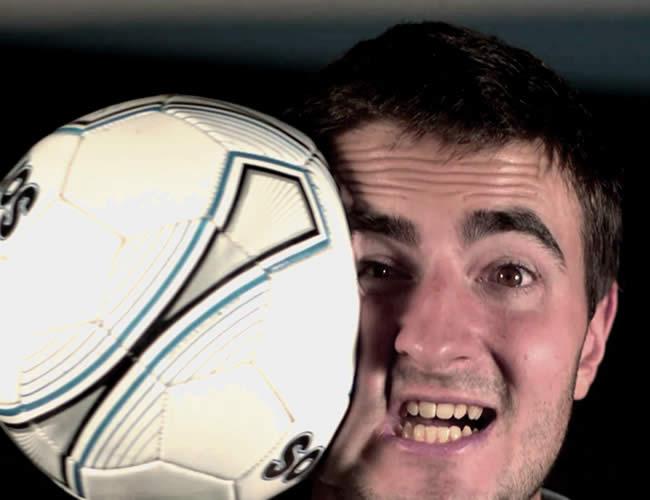 El fútbol no es para todos, incluyendo a algunos jugadores que no se lo aguantan | Foto: Captura de video
