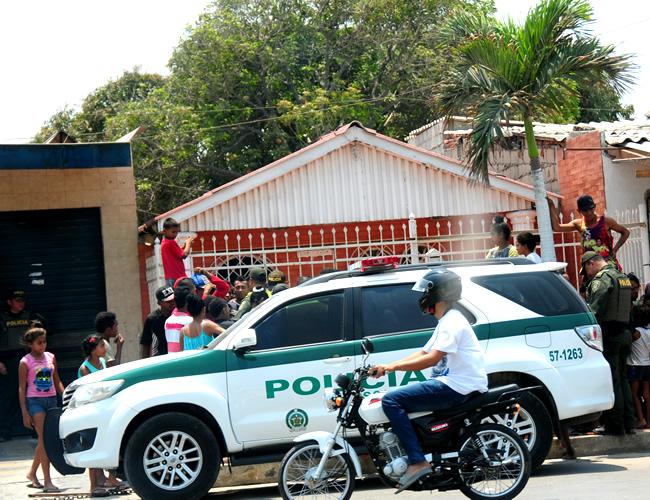 Las familias de Wido De la Rosa, de 29 años, y del joven de 16 reclamaron a la Policía por el enfrentamiento a tiros en el que este último resultó muerto.