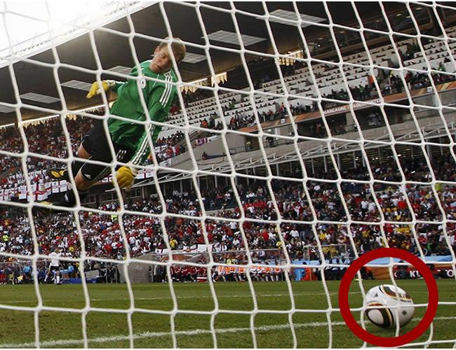 Créanlo o no, esta jugada no fue marcada como gol para Inglaterra, en el encuentro frente Alemania en el Mundial de Sudáfrica 2010.