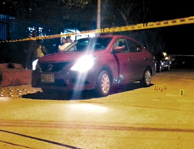 En este automotor marca Nissan se desplazaba por la carrera 23 con calle 59, barrio Los Andes, Rafael Barros Daza, cuando fue baleado.   AL DÍA