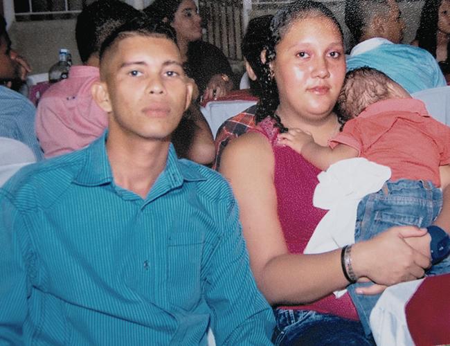 Orlando Alberto De la Hoz De la Hoz, de 30 años, en compañía de su mujer Andreína Margarita Michelene, de 25, quien lo quemó con agua hiriviente. | Foto: Archivo