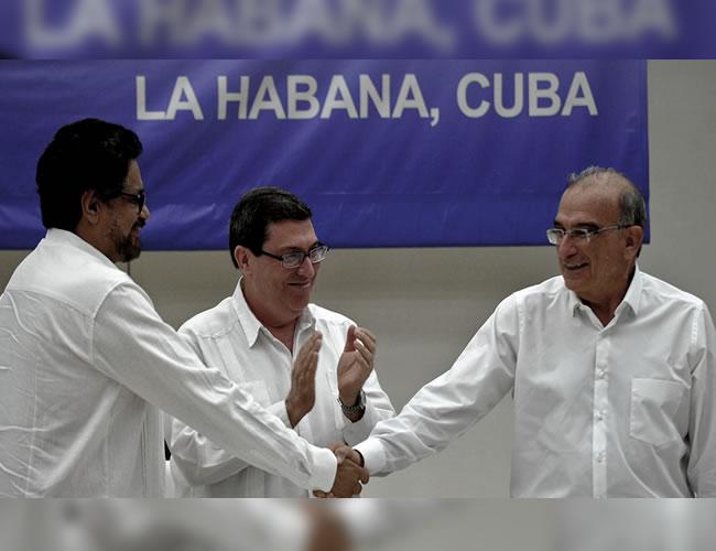 Iván Márquez y Humberto de la Calle durante el anunció del fin de los diálogos | Efe