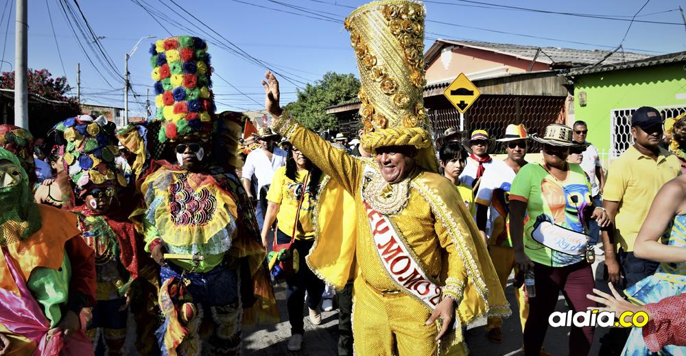 Rebolo carnavalea al ritmo de su Rey Momo